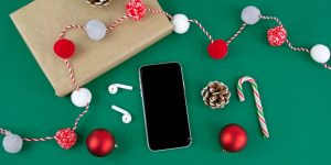 holiday decor with a phone in the center